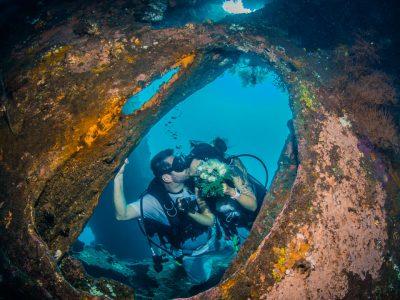 taucher unterwasser hochzeit in bali
