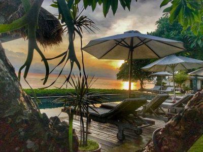 bali-hotel-tulamben-resort-beach-bar-pool-sunset