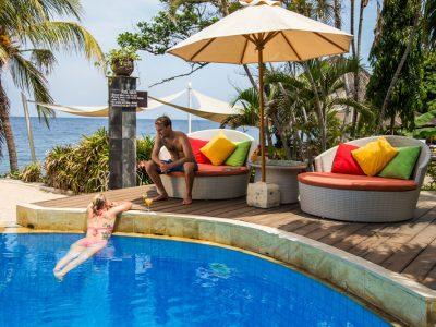 bali-tulamben-dive-resort-pool-lounge
